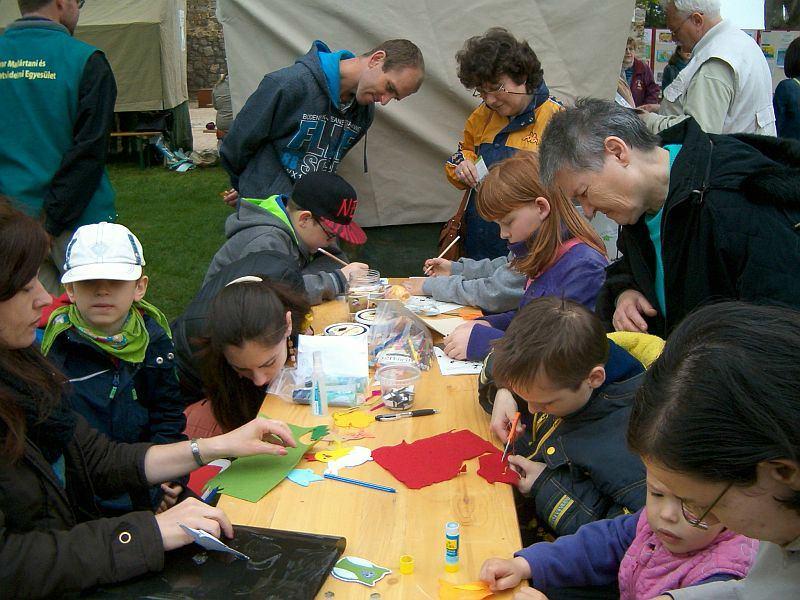 Életkép a standunkon a tavalyi Föld Napja rendezvényen (Fotó: Korda Rudolf)