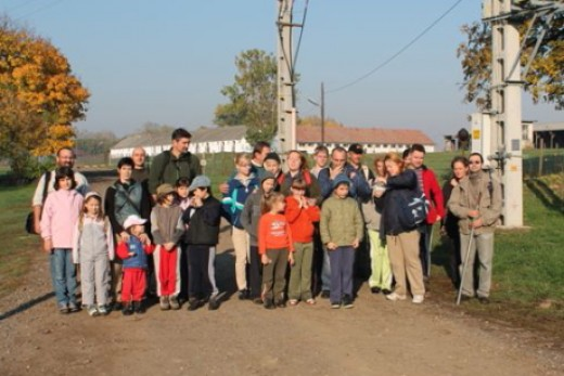 28 fő vett részt a kókai fészekodútelep takarításán (fotó:Kertész László)