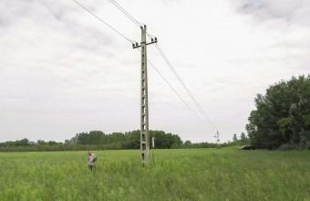 Középfeszültségű vezetékszakaszok felmérése Szatymaz térségében (Fotó: Csibrány Balázs).