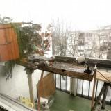 Tengelicek kedvelt etetője negyedik emeleti erkélyen, PC-kamerával is felszerelve (Fotó: Orbán Zoltán).